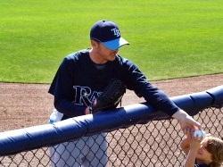 Tampa Rays player hands kid a baseball