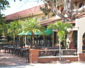 Mi Pueblo Restaurant outdoor cafe in Venice Florida