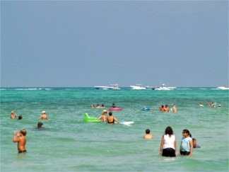 Offshore racing fans off Lido Beach Florida