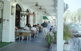 TJ Carneys at lunchtime in downtown Venice Florida