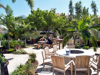 The courtyard area at Pops Sunset Grill near Sarasota