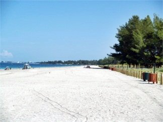 The wide strand at Turtle Beach